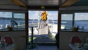 Hilima keulassa, sininen laivaseikkailun vihje